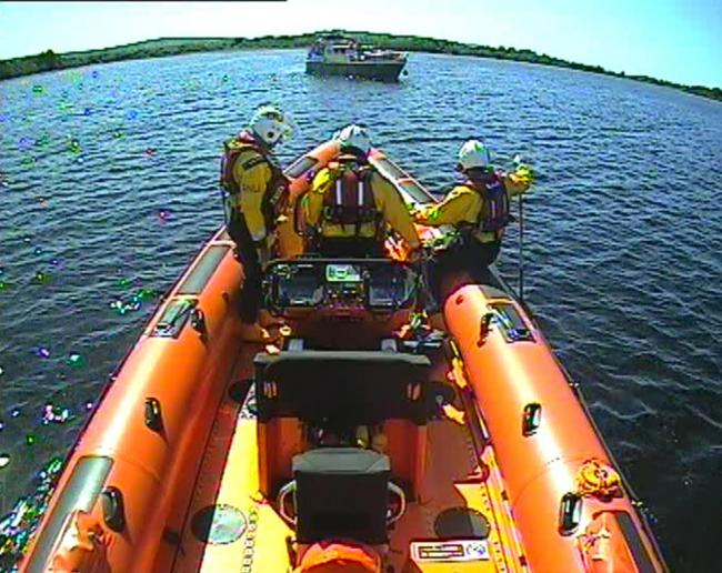 Carrybridge RNLI assist five people on grounded vessel close to the Share Centre.