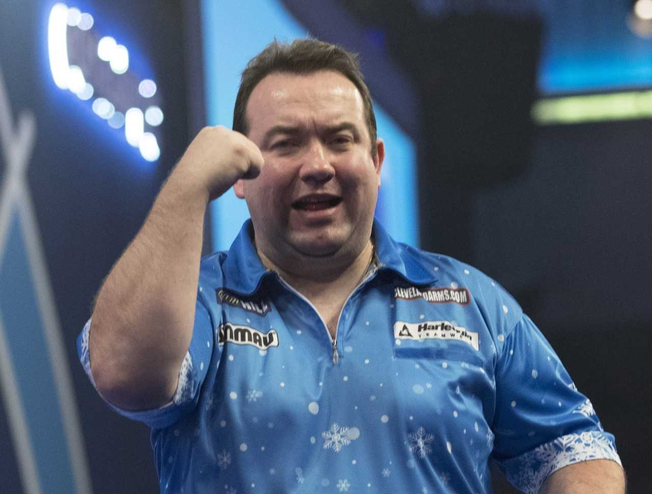 Dolan powers into last 32 at Ally Pally