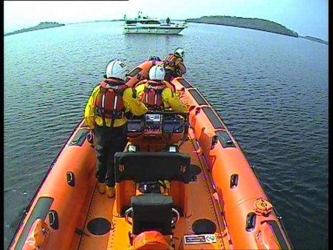 Carrybridge RNLI was called out to two boats on Saturday.